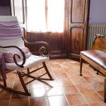 Habitacion con mecedora Casa Rural Mas els Vilars